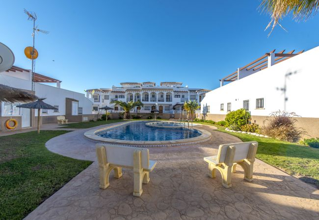 Bungalow with swimming pool in Torrevieja